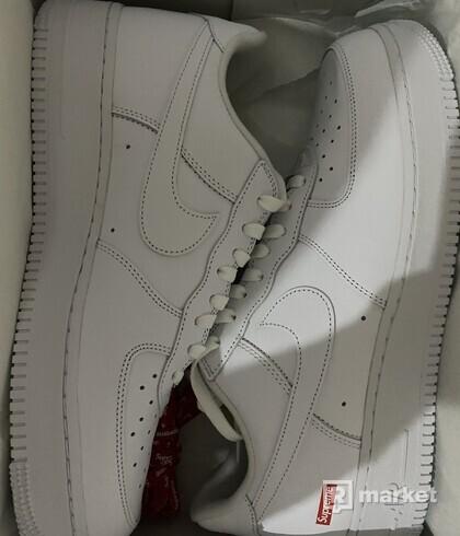 Nike air force x supreme