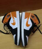 Nike Air Jordan 1 mid black orange white