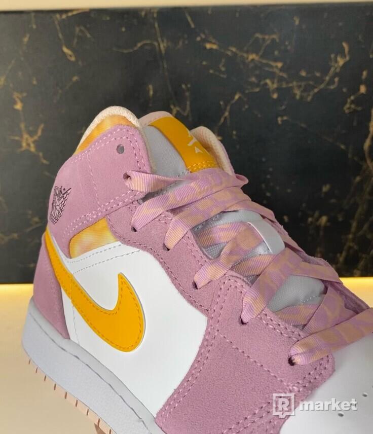 Jordan 1 Mid SE Arctic Pink
