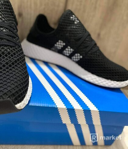 Deerupt runner black&white