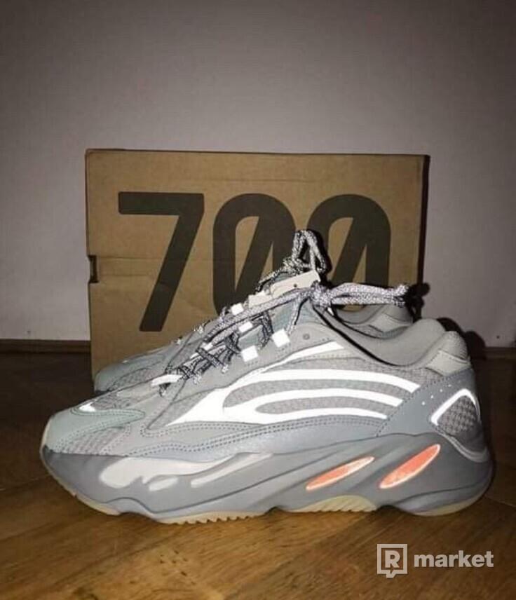 700 yeezy