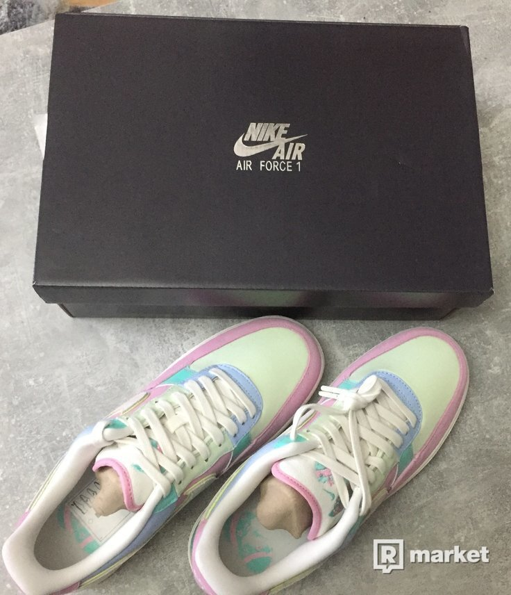 NIKE AIR FORCE 1 LOW EASTER EGG