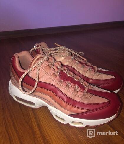 Nike Sportswear Nízke tenisky 'Air Max 95' koralová / červené / biela