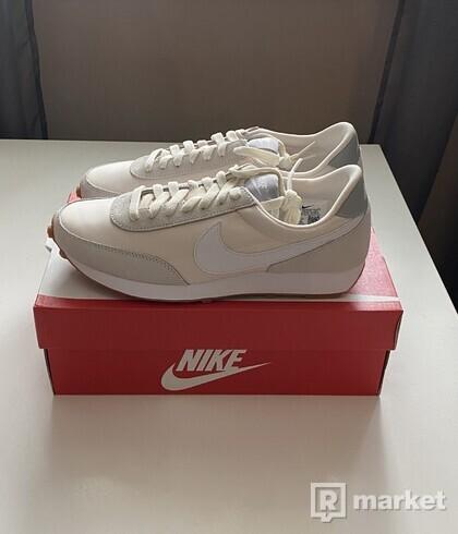 Nike Daybreak cream
