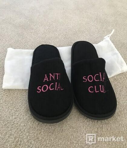ASSC No Shoes Black