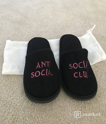 ASSC No Shoes Black
