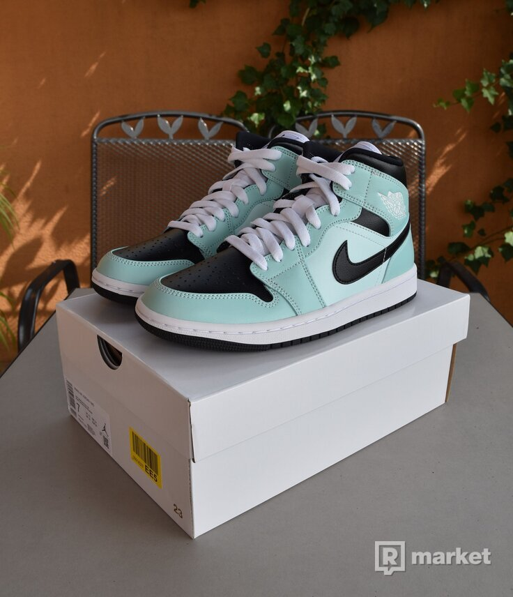 Nike Air Jordan 1 Mid Aqua Blue Tint