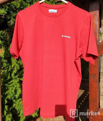 Columbia red tee