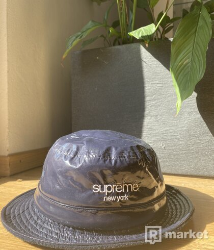 Supreme Shiny Nylon Crusher Bucket Hat - M/L Navy