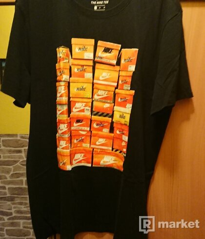 Nike shoebox tee black