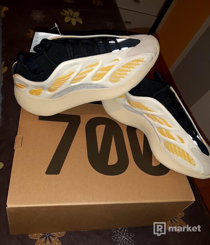 Adidas yeezy 700 v3 Safflower