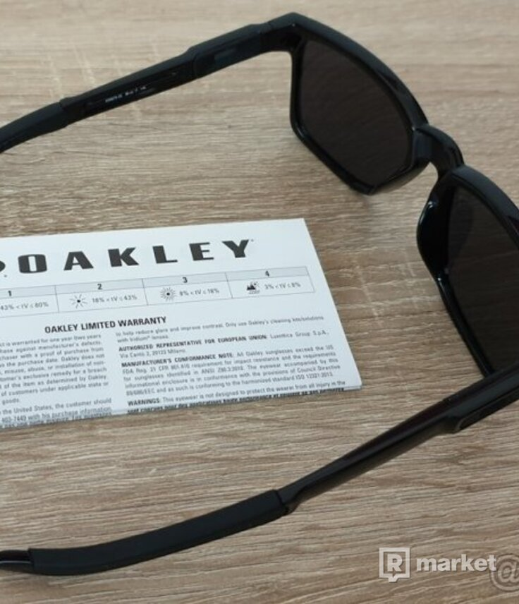 Oakley Catalyts