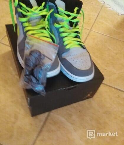 Nike Air Jordan 1 mid gunsmoke