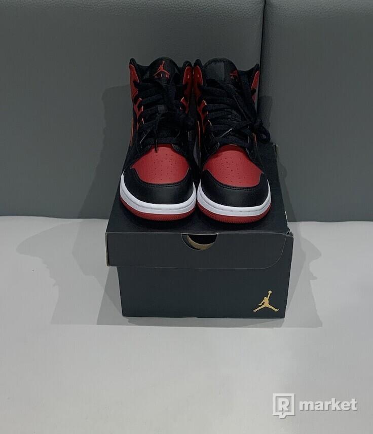 Air Jordan Mid Banned