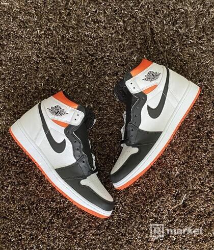 "Air Jordan 1 Retro High ""Electro Orange"""
