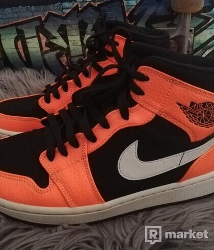 Nike Jordan 1 Mid Cone