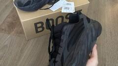 adidas adidas Yeezy Boost 700 V2 Vanta