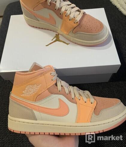 Jordan 1 Mid Apricot Orange