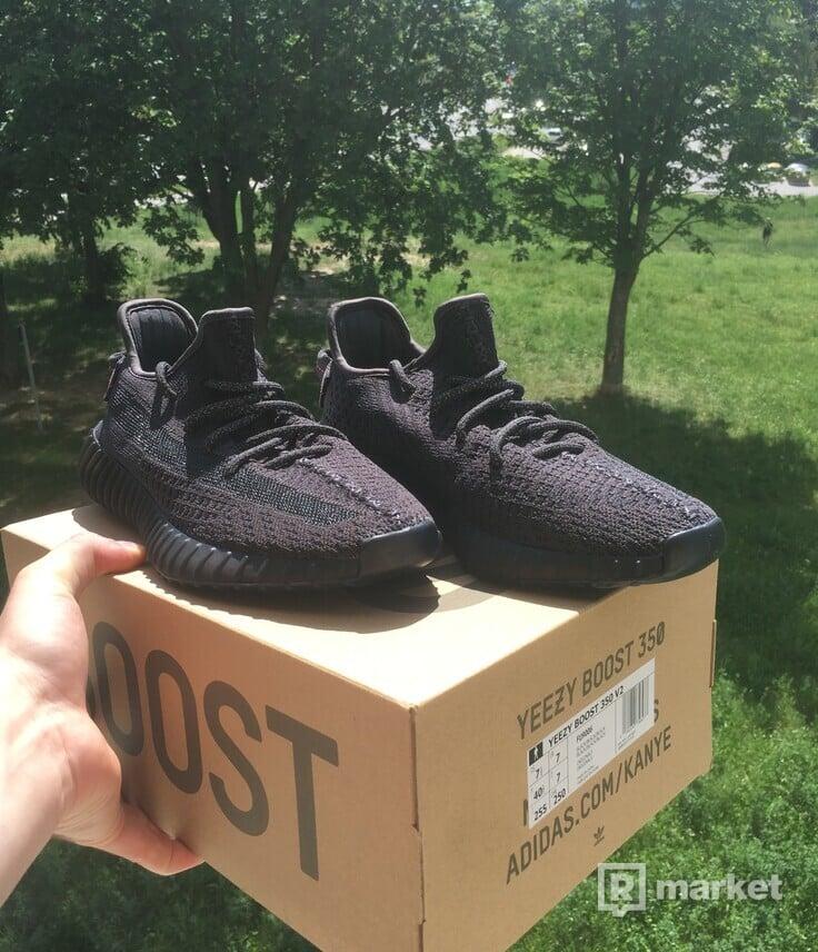 Yeezy Boost 350 V2 Black