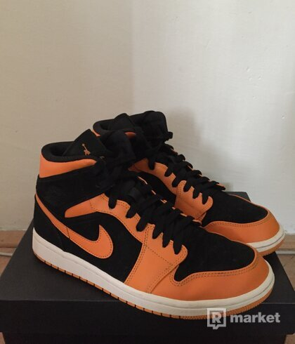 Jordan 1 Mid Orange Peel