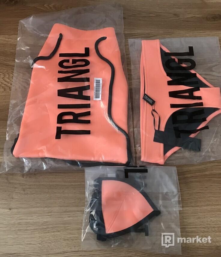 Dámske plavky TRIANGL raz oblečený vršok velkosť  XS