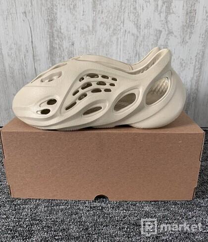 adidas Yeezy Foam RNNR Sand (US9)