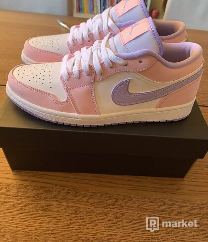 Air Jordan 1 Low arctic punch