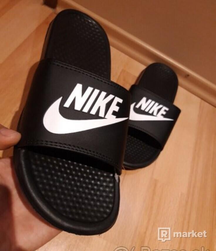 Šlapky Nike