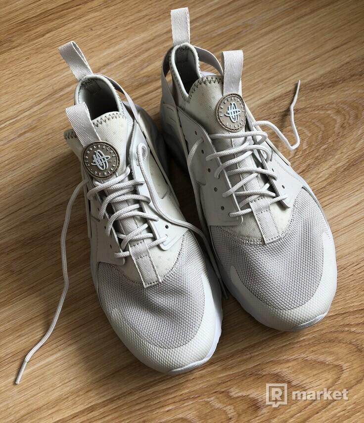 Nike air huarache cream