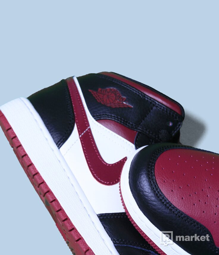 Air Jordan 1 mid Bred toes GS
