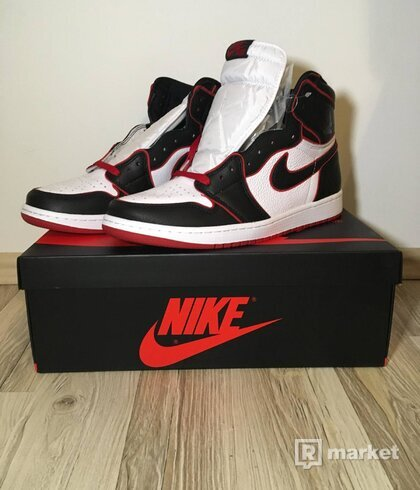 Air Jordan 1 Retro High Bloodline