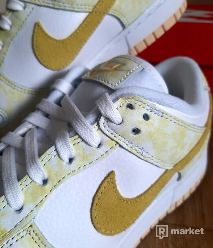 Nike Dunk Low Strike Yellow