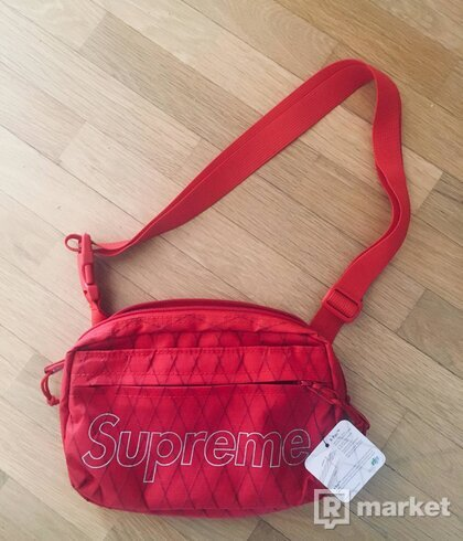 Supreme f/w18 shoulder bag red