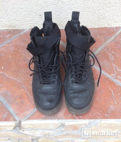 Nike Air Force Special Field Mid