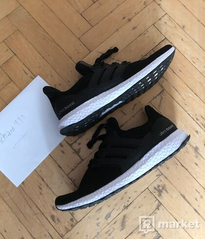 ADIDAS ULTRABOOST BLACK US10 eu44