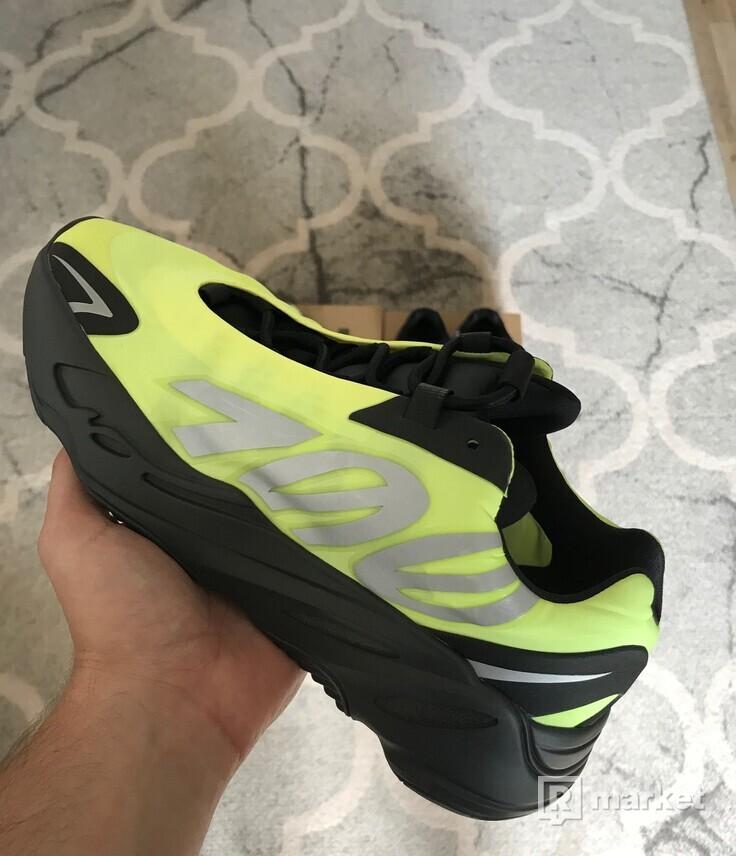 Adidas Yeezy Boost 700 V2 Vanta / MNVN Phosphor
