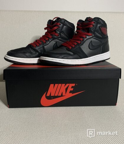 Air Jordan 1 Retro High OG black satin/gym red