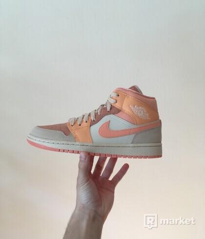 Air Jordan 1 Mid Apricot [41]