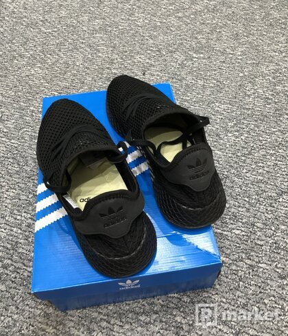 Adidas Deerupt triple black