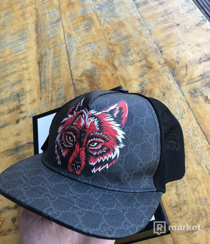 Gucci GG Supreme hat wolf
