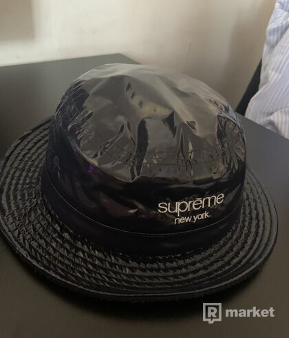 Supreme latexovy klobuk
