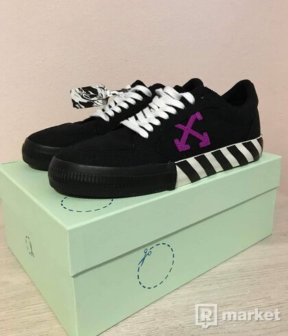 Off-white vulcanised low sneakers