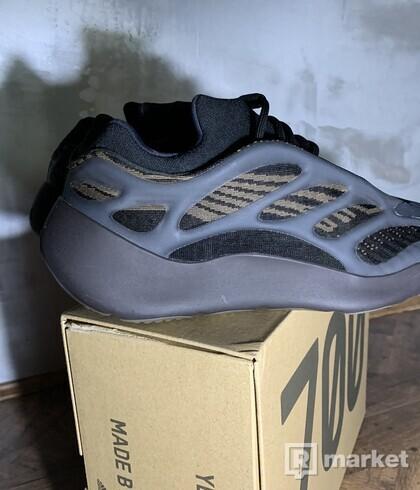 Adidas Yeezy 700 V3 claybrown