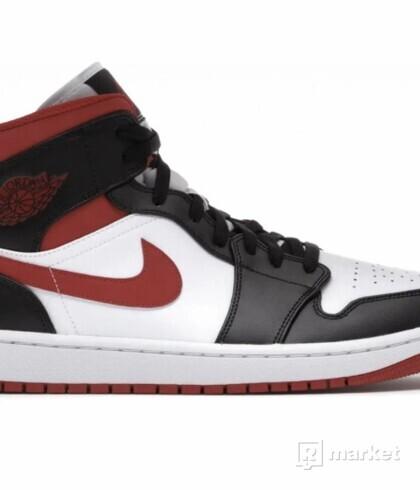 Nike Air Jordan 1 Mid Gym red