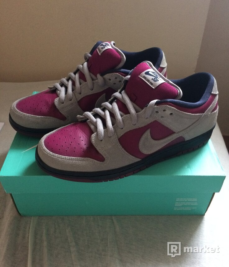 "Nike SB Dunk Low Pro ""True Berry"""