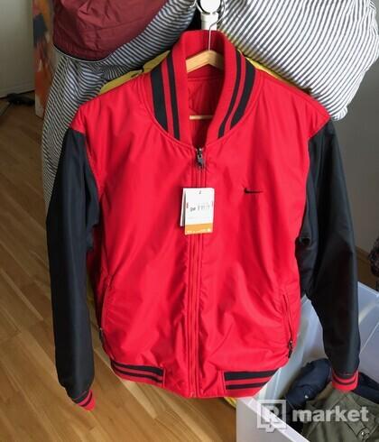 Obojstranna, zateplena bunda Nike, velkost L