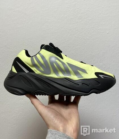 adidas YEEZY Boost 700 MNVN - vel. 42