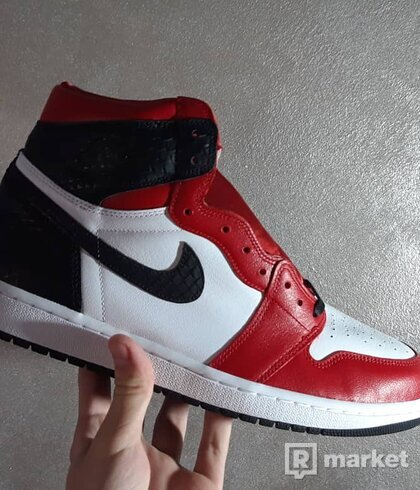 Air Jordan 1 Satin Snake