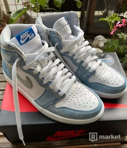 Nike Jordan 1 Hyper Royal