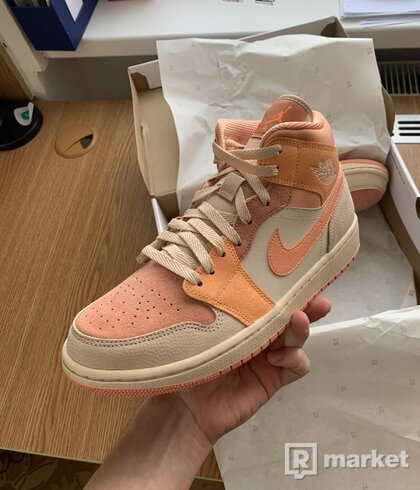 Air Jordan 1 Mid Apricot Orange